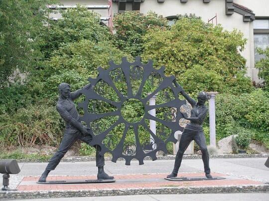 800px-Everett_-_Public_Art